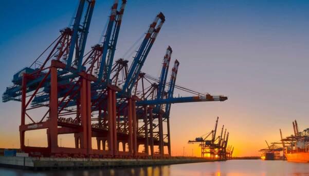 Hamburg-harbor-2360x922.jpg